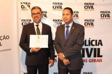 Wallace e o delegado Gilberto Simão